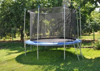 trampolina, szczekarkowka